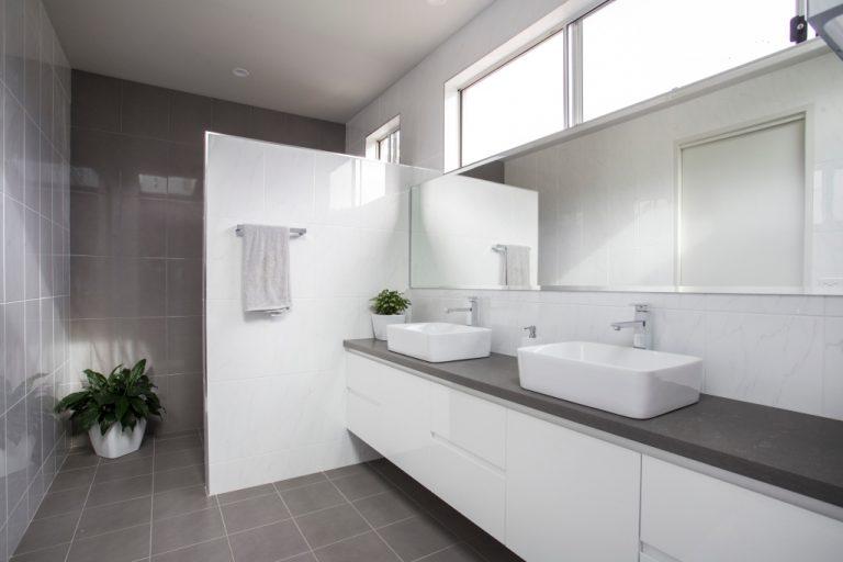 Bathroom by DRK Kitchens
