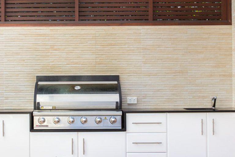 Outdoor kitchen by DRK Kitchens