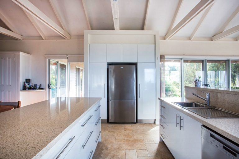 Renovated kitchen by DRK Kitchens